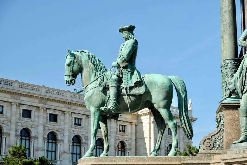 Monumento no quadrado central foto de stock royalty free