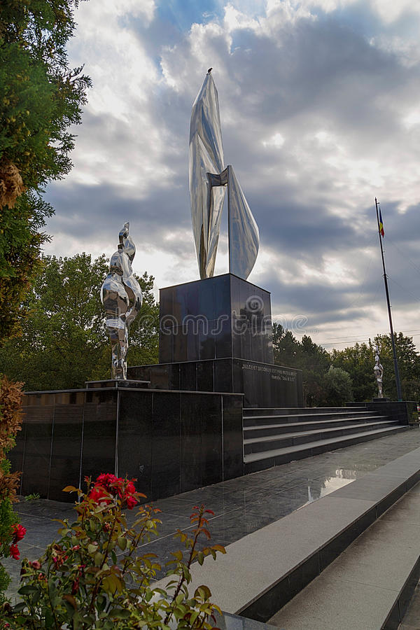 Monumento novo em Resita, Romênia imagem de stock royalty free