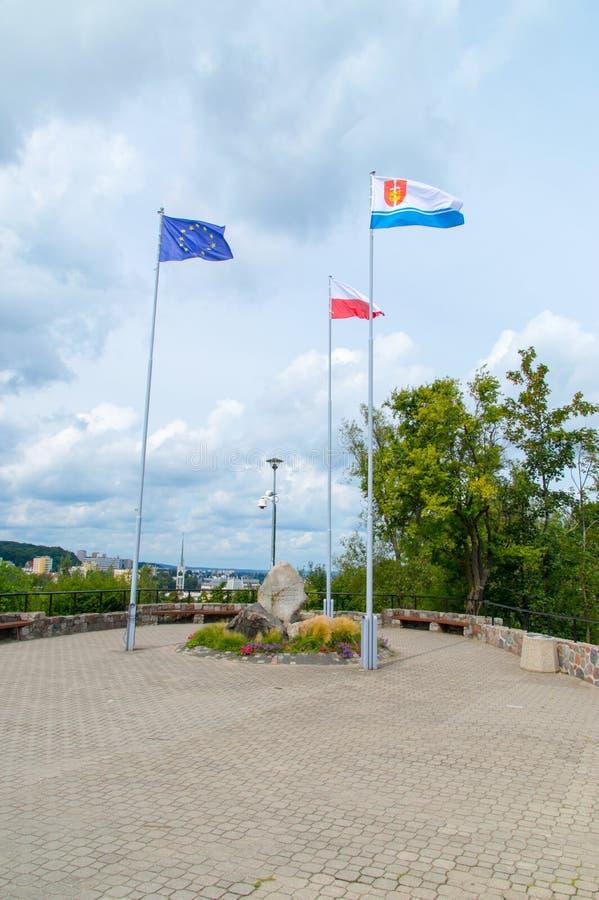 Monumento para defensores da costa em 1939 com as bandeiras da União Europeia, do Polônia e do Gdynia fotografia de stock royalty free