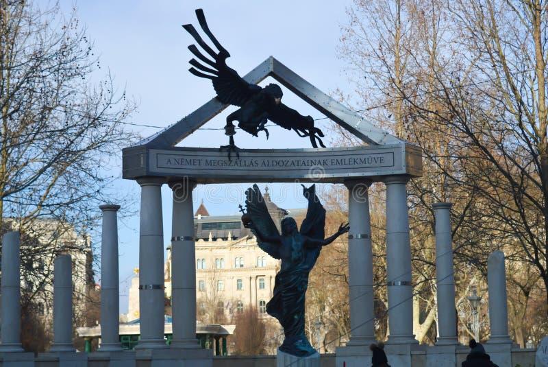 Monumento para las víctimas del empleo alemán en Budapest, Hungría el 29 de diciembre de 2017 imagen de archivo