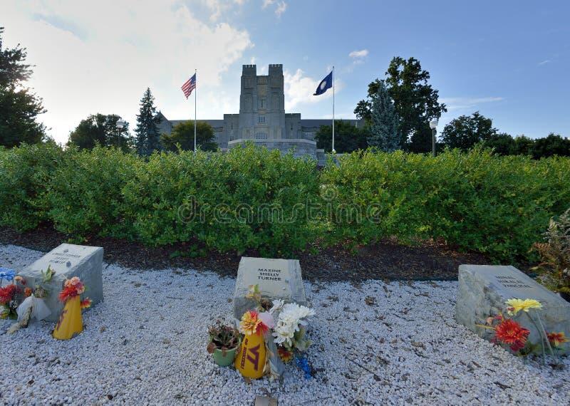 Monumento para las víctimas del tiroteo de abril de 2007, Virginia Tech fotos de archivo