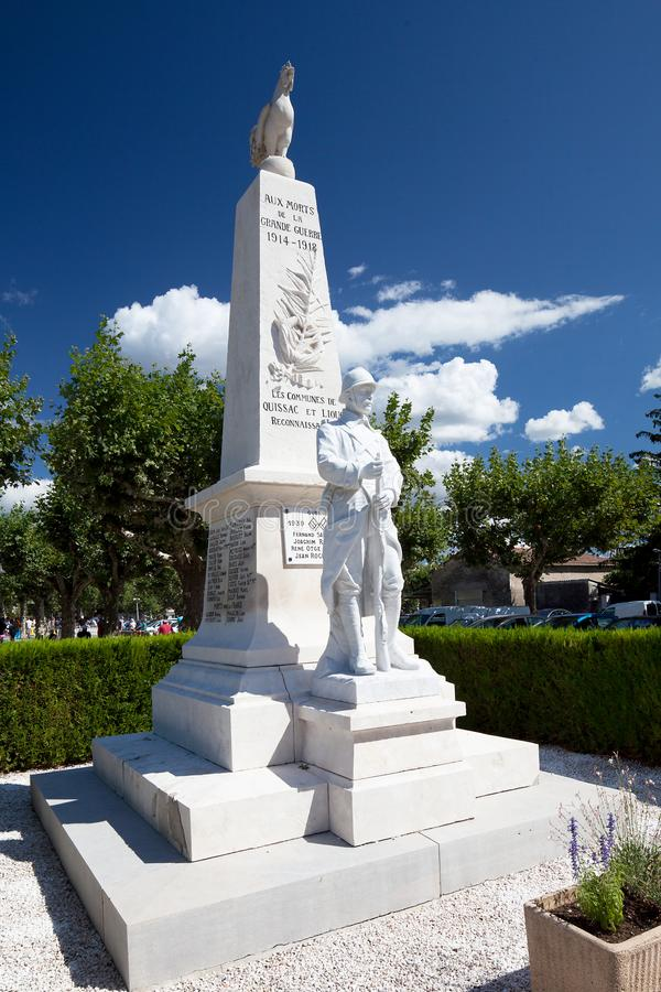 Monumento para los soldados franceses en Quissac fotos de archivo