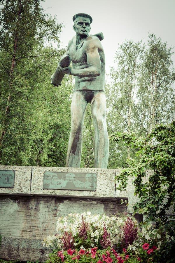 Monumento para lustrar tropas em Narvik imagens de stock