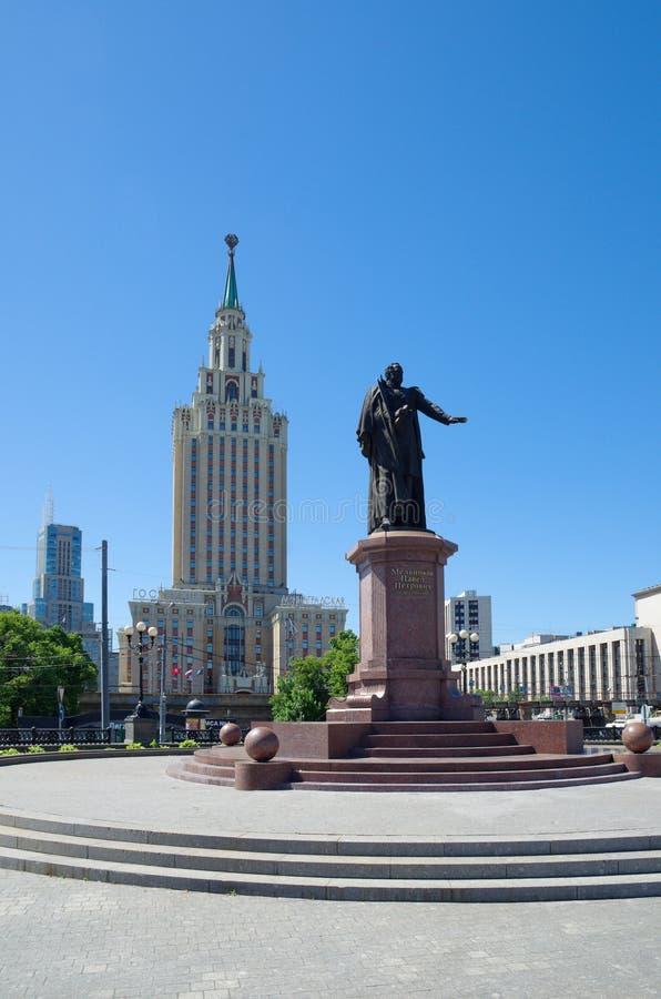 Monumento a Pavel Melnikov no quadrado de Komsomolskaya em Moscou, Rússia foto de stock
