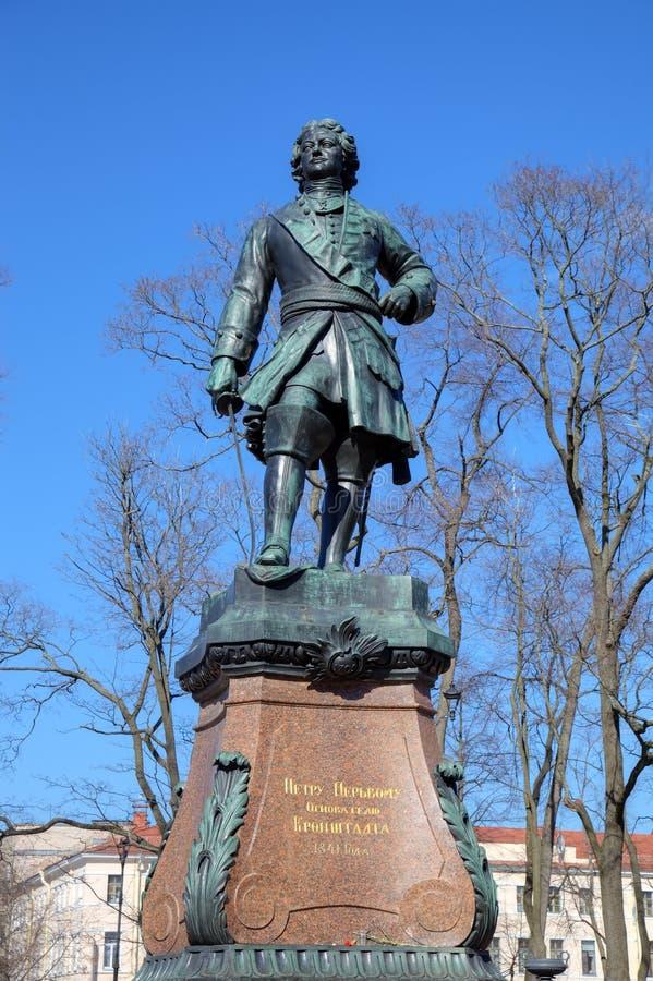 Monumento a Peter el grande, el fundador de Kronstadt imagen de archivo libre de regalías