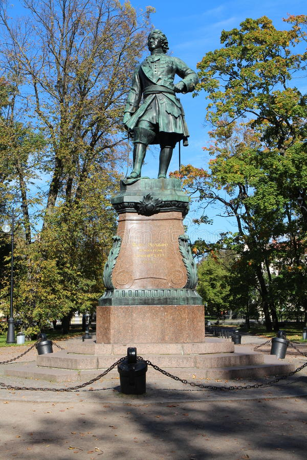 Monumento a Peter el grande, el fundador de Kronstadt foto de archivo libre de regalías