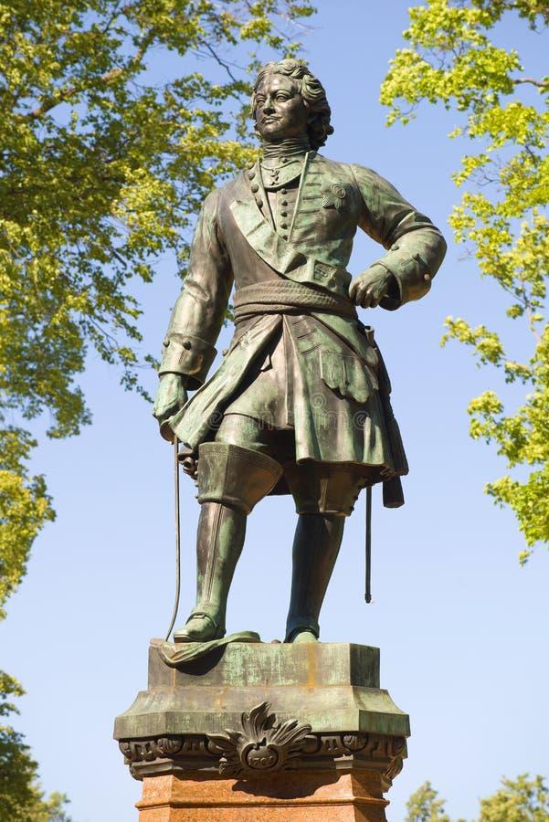 Monumento a Peter o grande close-up no dia de junho Kronstadt fotos de stock