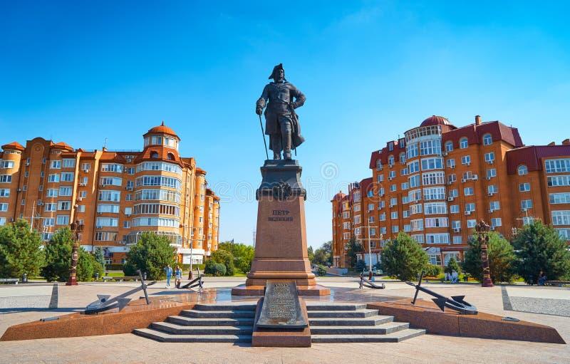 Monumento a Peter o grande na margem Astracã foto de stock royalty free