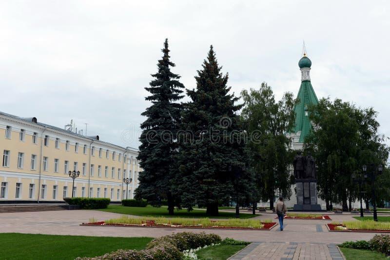 Monumento a príncipe George Vsevolodovich y St Simon de Suzdal, los fundadores de Nizhny Novgorod en el territorio del Nizhny fotografía de archivo libre de regalías