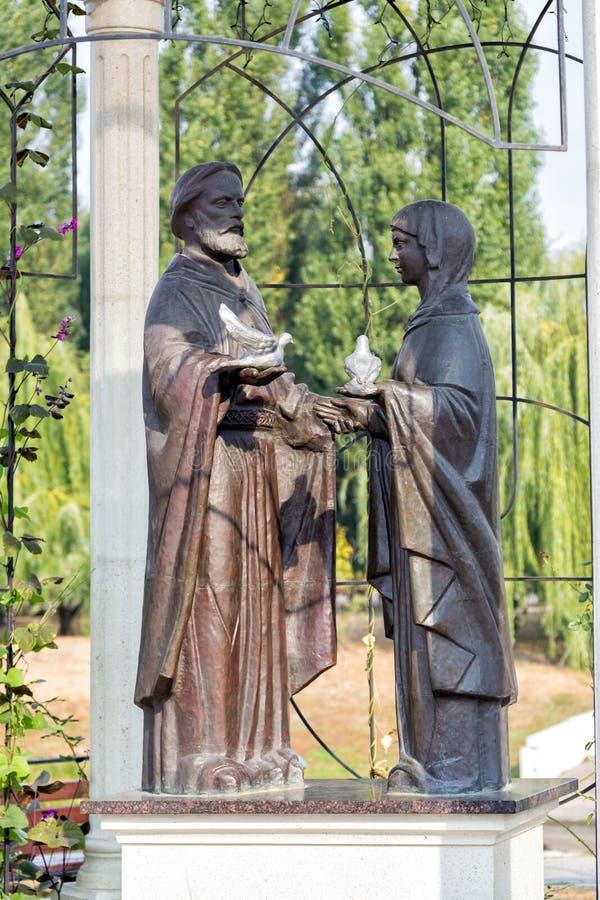 Monumento a príncipe Peter y Fevronia - patrón del St del hogar Belgorod Rusia foto de archivo libre de regalías