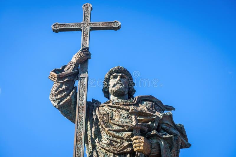 Monumento a principe santo Vladimir le grande vicino al Cremlino di Mosca, Russia fotografie stock