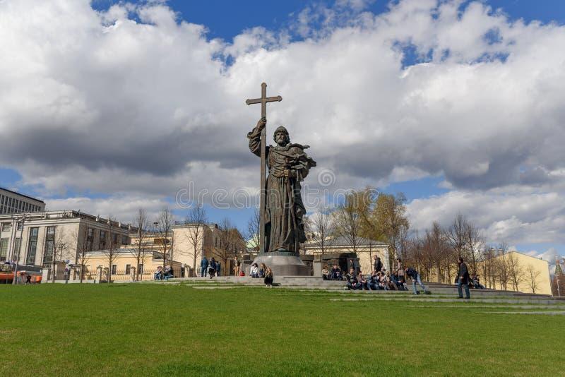 Monumento a principe Vladimir le grande sul quadrato di Borovitskaya a Mosca La Russia fotografia stock
