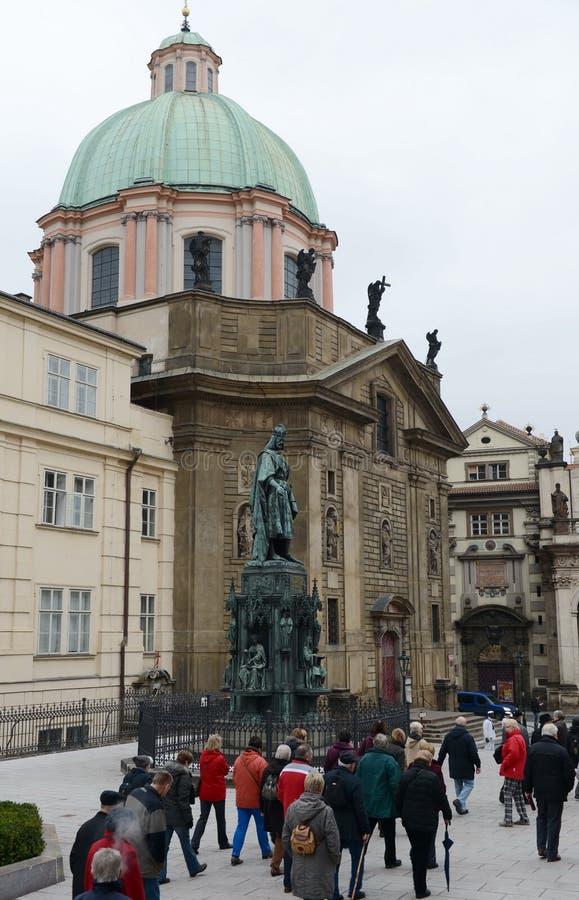 Monumento a rey Charles IV en Praga cerca del puente de Charles foto de archivo libre de regalías