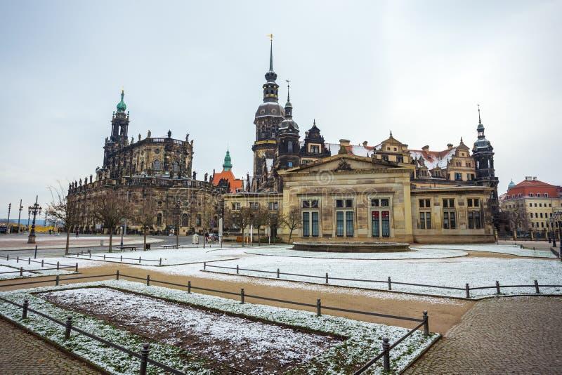 Monumento a rey John de Sajonia, de la iglesia católica y de Dresden Cas fotos de archivo libres de regalías