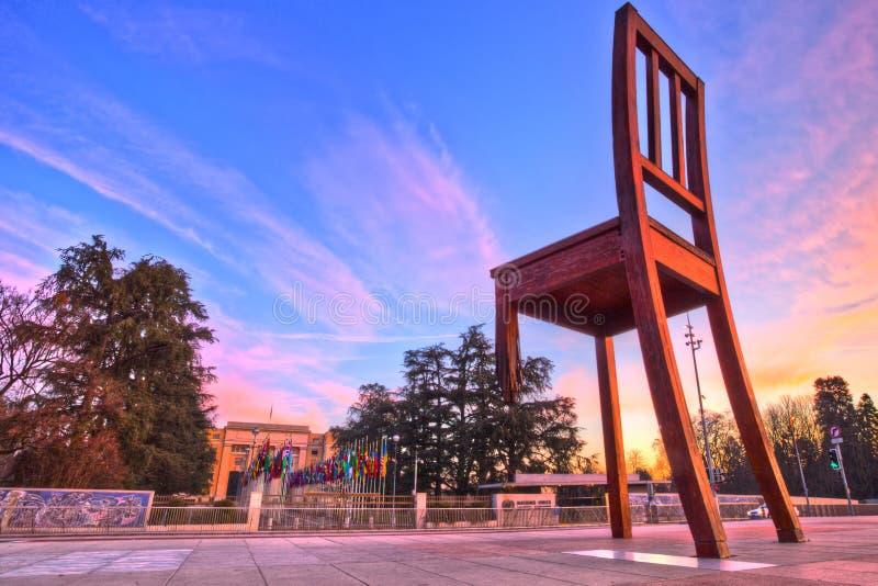 Monumento rotto della presidenza ed ufficio dell'ONU, Ginevra HDR fotografia stock libera da diritti