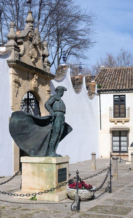 Monumento a Teodoro II all'arena della tauromachia a Ronda La più grande e arena spagnola più famosa immagini stock libere da diritti