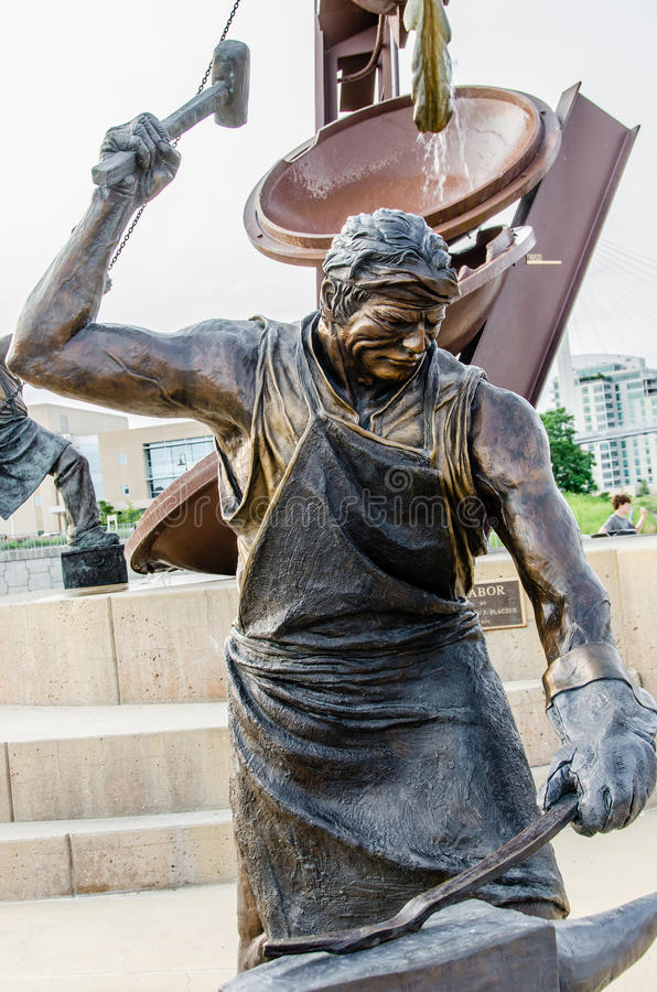 Monumento a trabajar, escultura del herrero imágenes de archivo libres de regalías