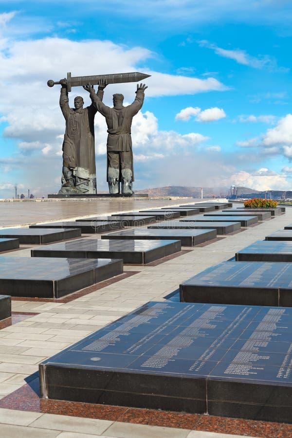Monumento Traseiro-dianteiro em Magnitogorsk, Rússia imagens de stock royalty free