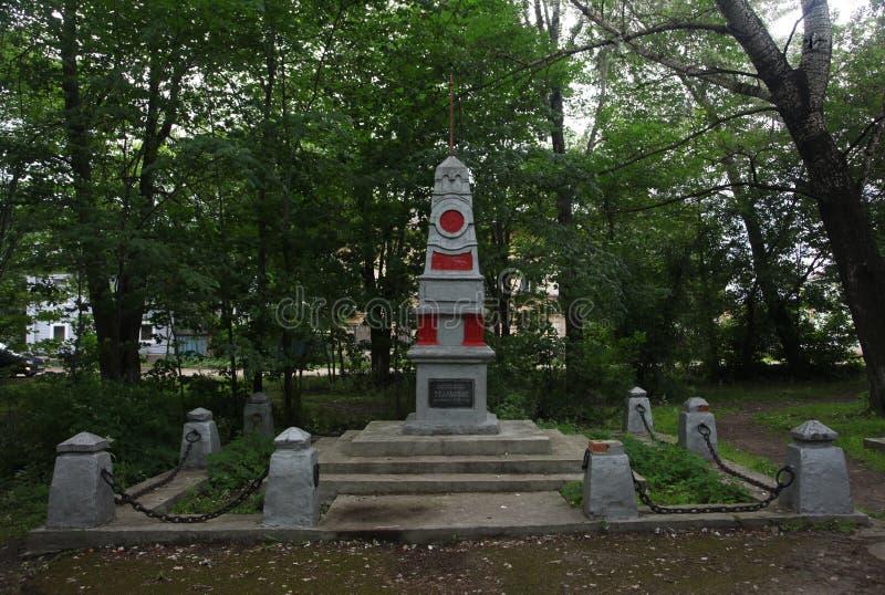 Monumento, una escultura, un sepulcro total del ejército rojo Rusia, región de Vologda, Ustyuzhna, un parque de la ciudad en la c imágenes de archivo libres de regalías