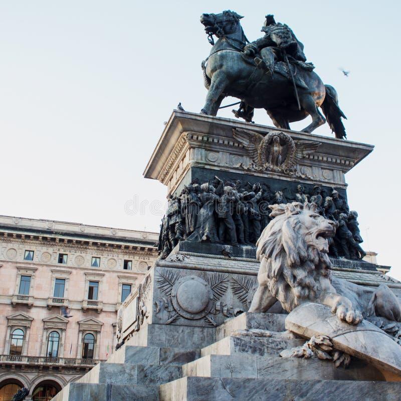 Monumento a Victor Emmanuel II, Piazza Duomo em Milão fotografia de stock