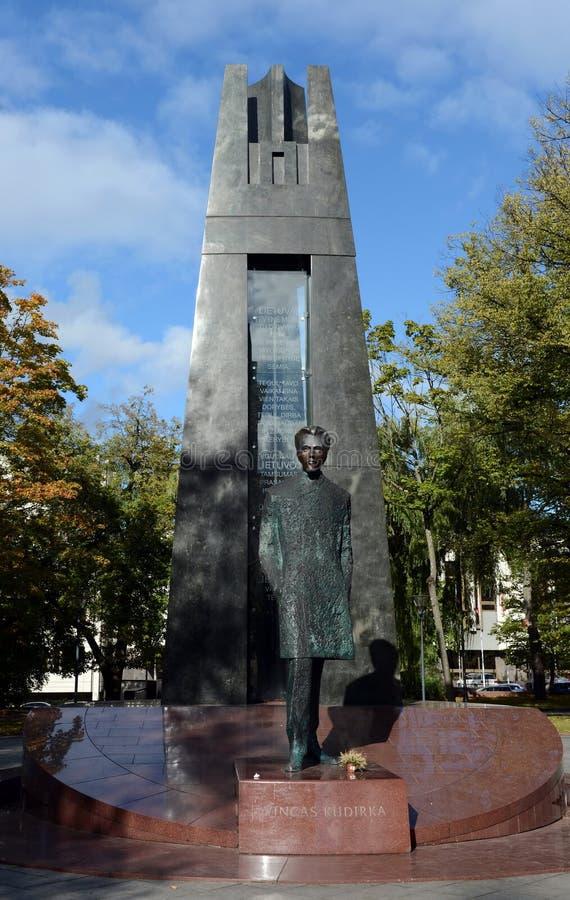 Monumento a Vincas Kudirka 1858-1899, compositore lituano, medico, scrittore di prosa, poeta, autore dell'inno nazionale lituano fotografia stock