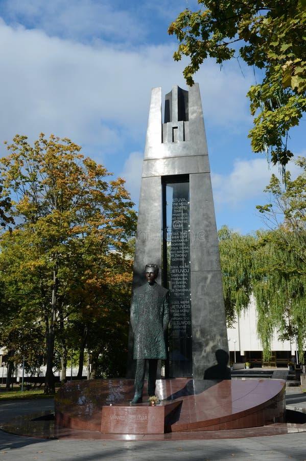 Monumento a Vincas Kudirka 1858-1899, compositore lituano, medico, scrittore di prosa, poeta, autore dell'inno nazionale lituano fotografie stock libere da diritti