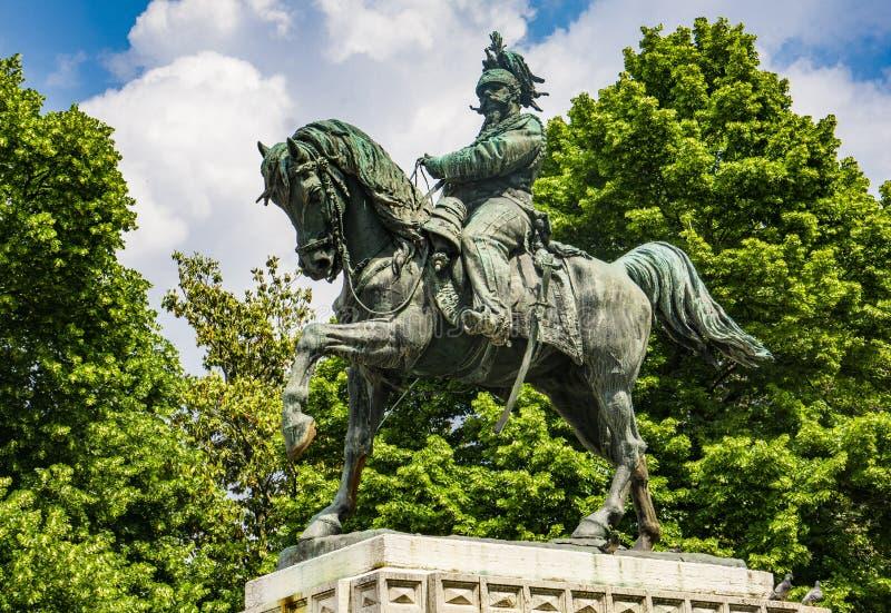 Monumento a Vittorio Emanuele il secondo, re dell'Italia nel quadrato del reggiseno a Verona, Italia fotografia stock