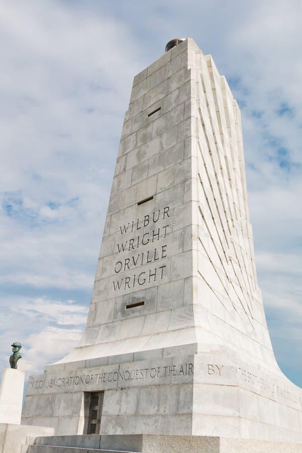Monumento Wright Brothers de comemoração do granito em North Carolina imagens de stock