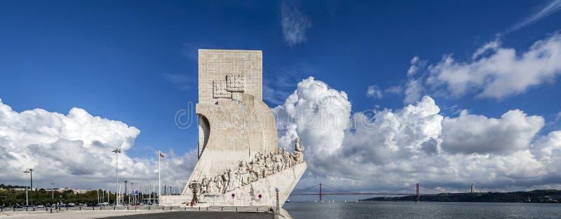 Monumento y el río Tagus del DOS Descobrimentos de Padrao foto de archivo