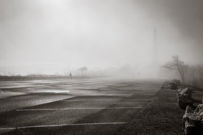 Monumento y en la niebla fotografía de archivo libre de regalías