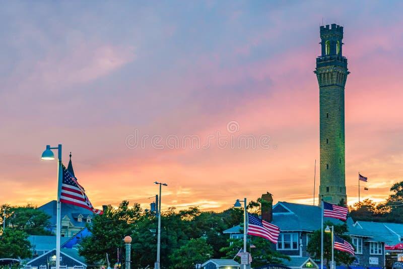 Monumento y Provincetown del peregrino durante la puesta del sol Provincetown, mA foto de archivo libre de regalías