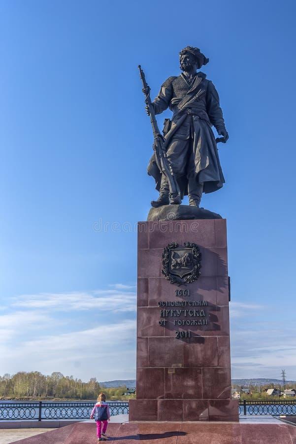 Monumento a Yakov Pokhabov pionero cosaco, que es considere foto de archivo