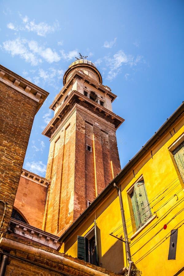 Monumentos arquitetónicos famosos e fachadas coloridas do close-up medieval velho n Veneza das construções, Itália imagem de stock