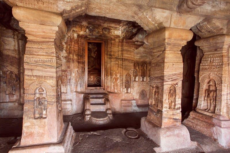 Monumentos da herança na Índia Templo do século VII da caverna dedicado a Lord Mahavira Jain, na cidade Badami, Índia foto de stock