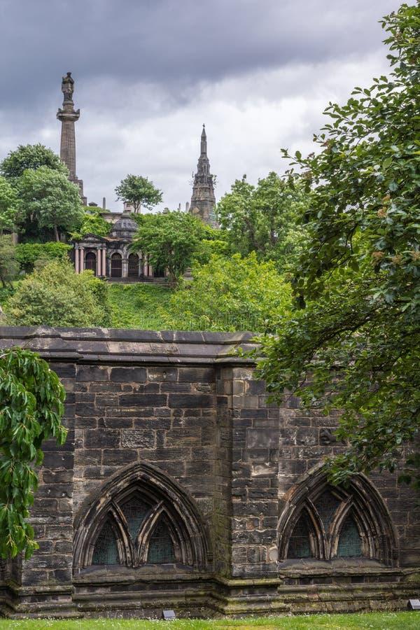 Monumentos de Knox e de Macfarlan em Glasgow Necropolis, Escócia Reino Unido fotografia de stock