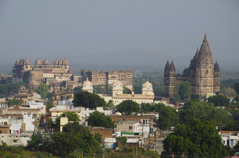Monumentos de Orccha Do palácio esquerdo de Orchha, Ram Raja Temple e templo de Chaturbhuj Orchha, Madhya Pradesh fotos de stock