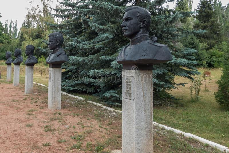Monumentos a los soldados altamente adornados en el gran monumento de guerra patriótico/el monumento de la guerra mundial 2 en Vi imagenes de archivo
