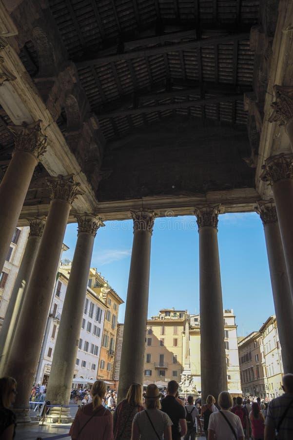 Monuments à Rome, Italie Panthéon, sortie des touristes du fa image libre de droits