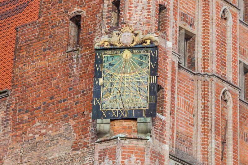 Monuments de Danzig - cadran solaire sur la tour d'hôtel de ville photos libres de droits