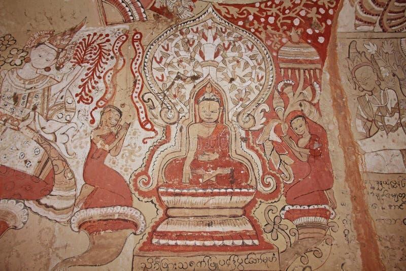 Monywa, Myanmar - 14 de febrero de 2019: Pintando en las paredes en las cuevas de Taung del triunfo de Pho, ciudad de Monywa, est fotos de archivo libres de regalías