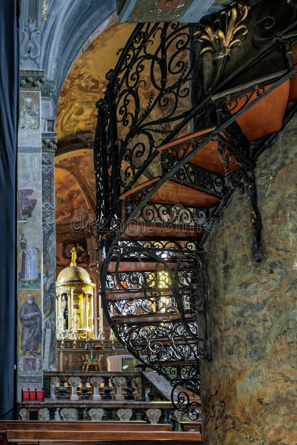 MONZA, ITALY/EUROPE - 28 DE OUTUBRO: Escadaria espiral no Cathe fotos de stock royalty free