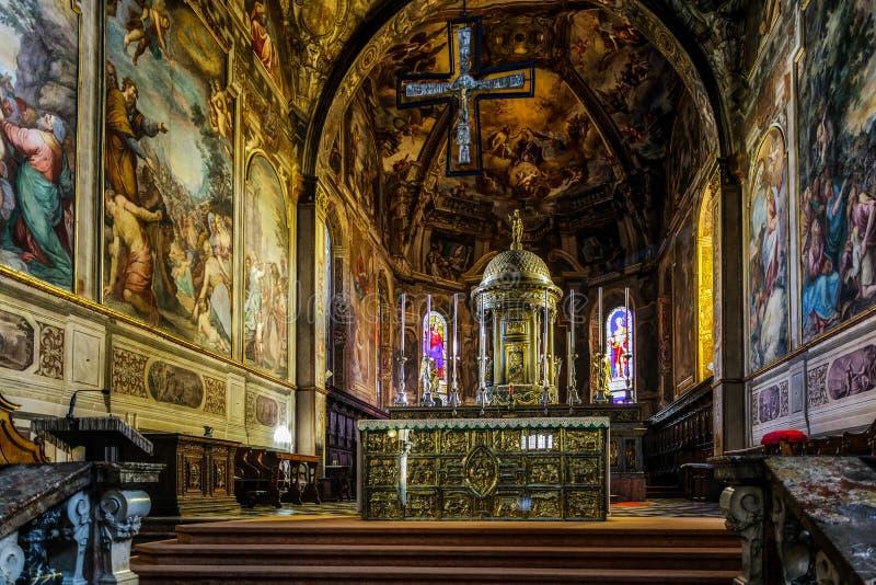MONZA ITALY/EUROPE - OKTOBER 28: Inre sikt av cathedraen arkivbilder