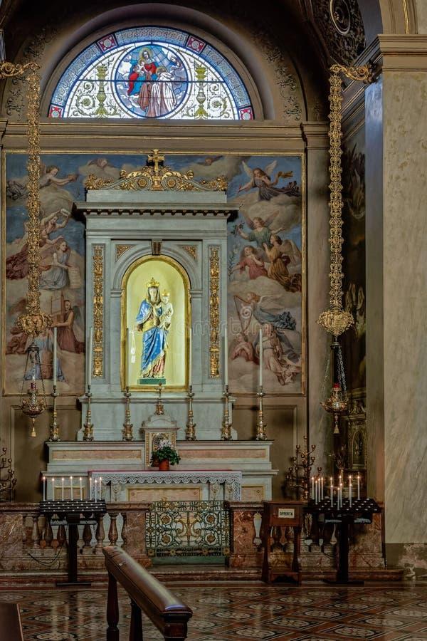 MONZA, ITALY/EUROPE - 28 OTTOBRE: Altare nella chiesa della st GER fotografia stock