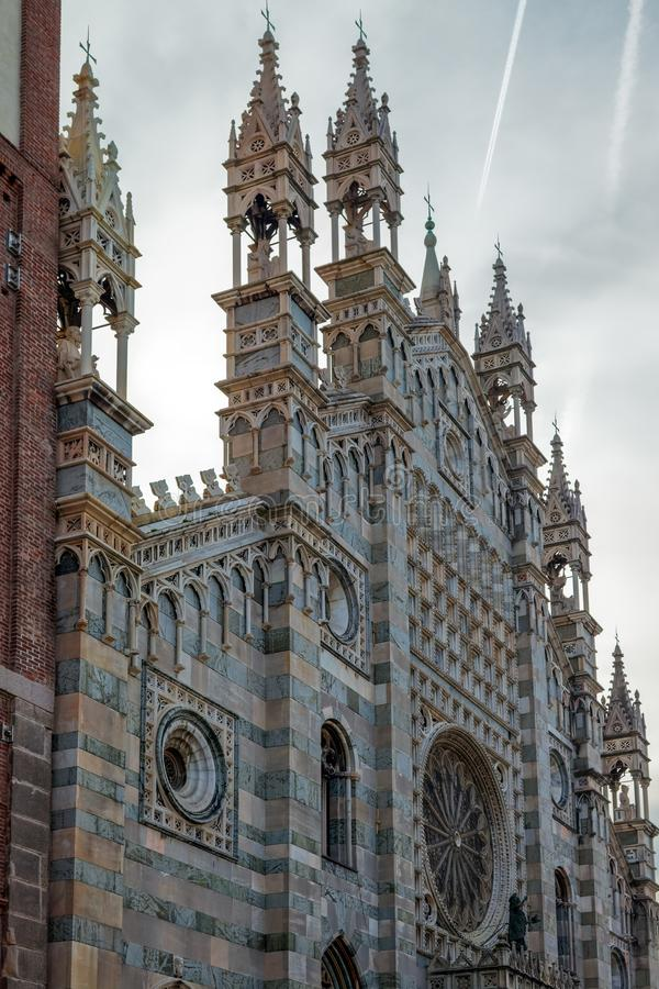 MONZA, ITALY/EUROPE - PAŹDZIERNIK 28: Zewnętrzny widok Cathedra zdjęcia stock