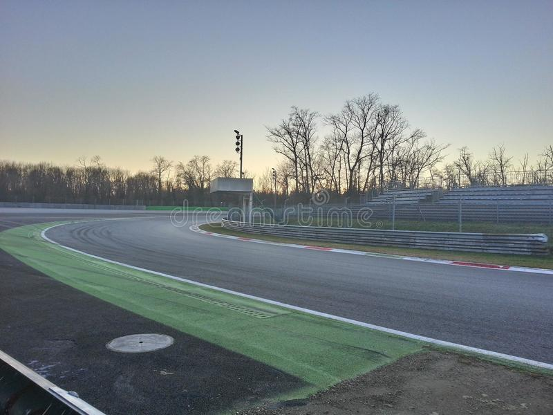 Monza-Stromkreis bei Sonnenuntergang stockfotografie