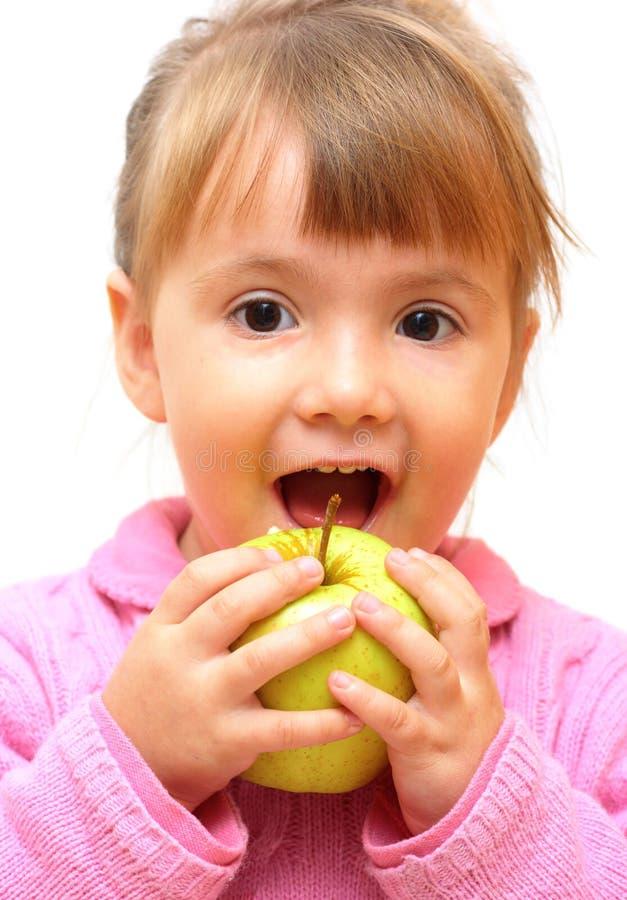 Mooi baby-meisje dat appel eet royalty-vrije stock afbeeldingen
