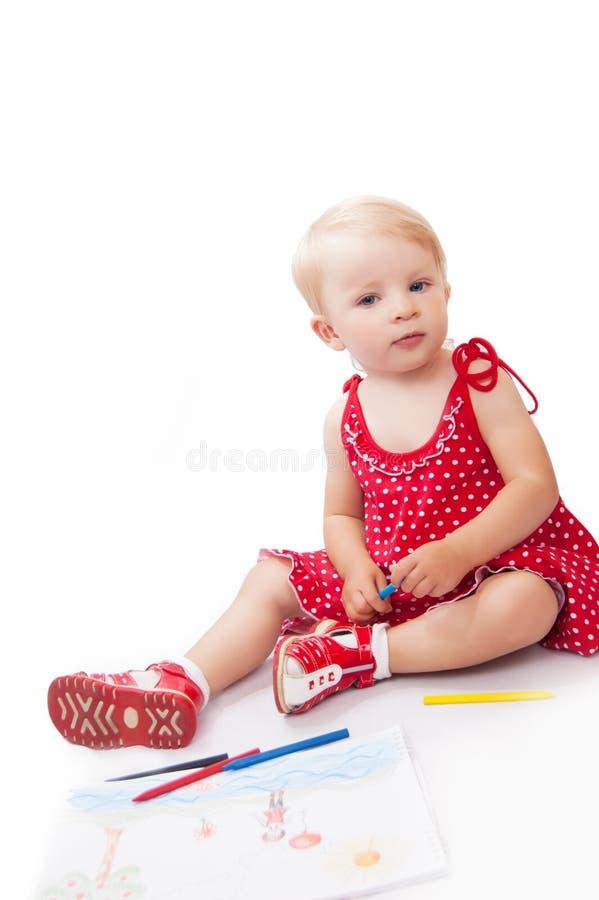 Mooi babymeisje met potloden en album stock fotografie