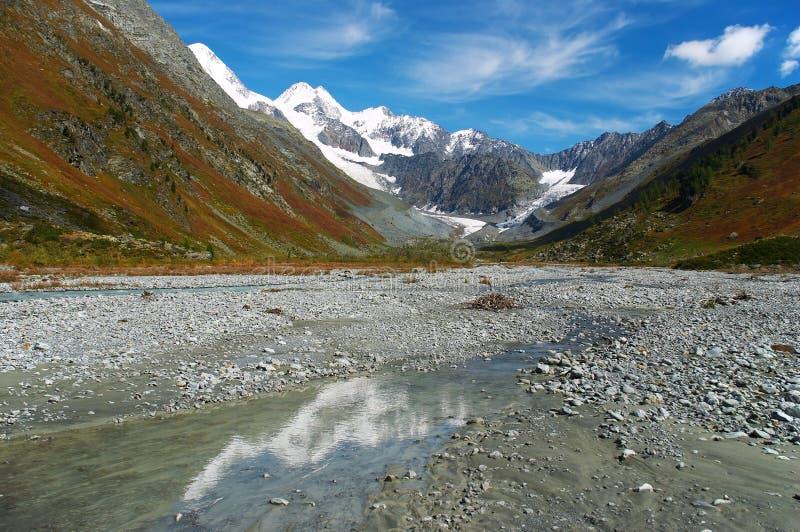 Mooi bergenlandschap. stock afbeeldingen