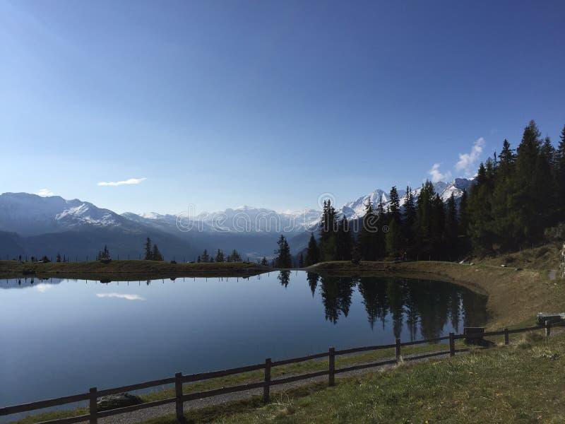 Mooi berglandschap met mening van meer in Oostenrijk royalty-vrije stock foto