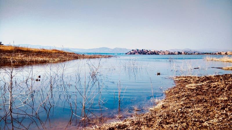 Mooi blauw water stock fotografie